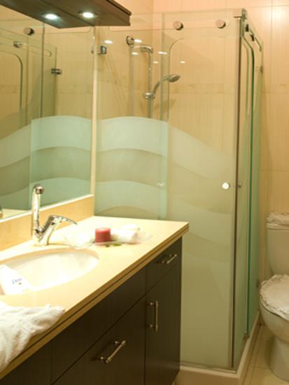 מקלחון הזזה מעוצב